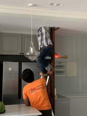 vệ sinh ống thoát nước máy lạnh âm trần