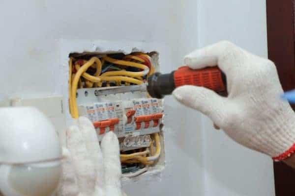 xử lý sự cố chập điện