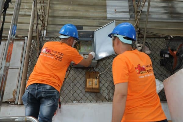 5 dấu hiệu bạn cần gọi thợ sửa điện
