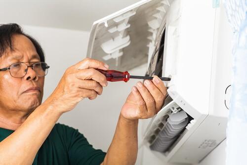 Tháo nắp dàn lạnh