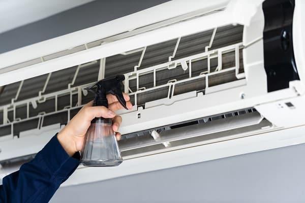Nguyên Nhân Khiến Máy Lạnh Có Mùi Hôi Thối