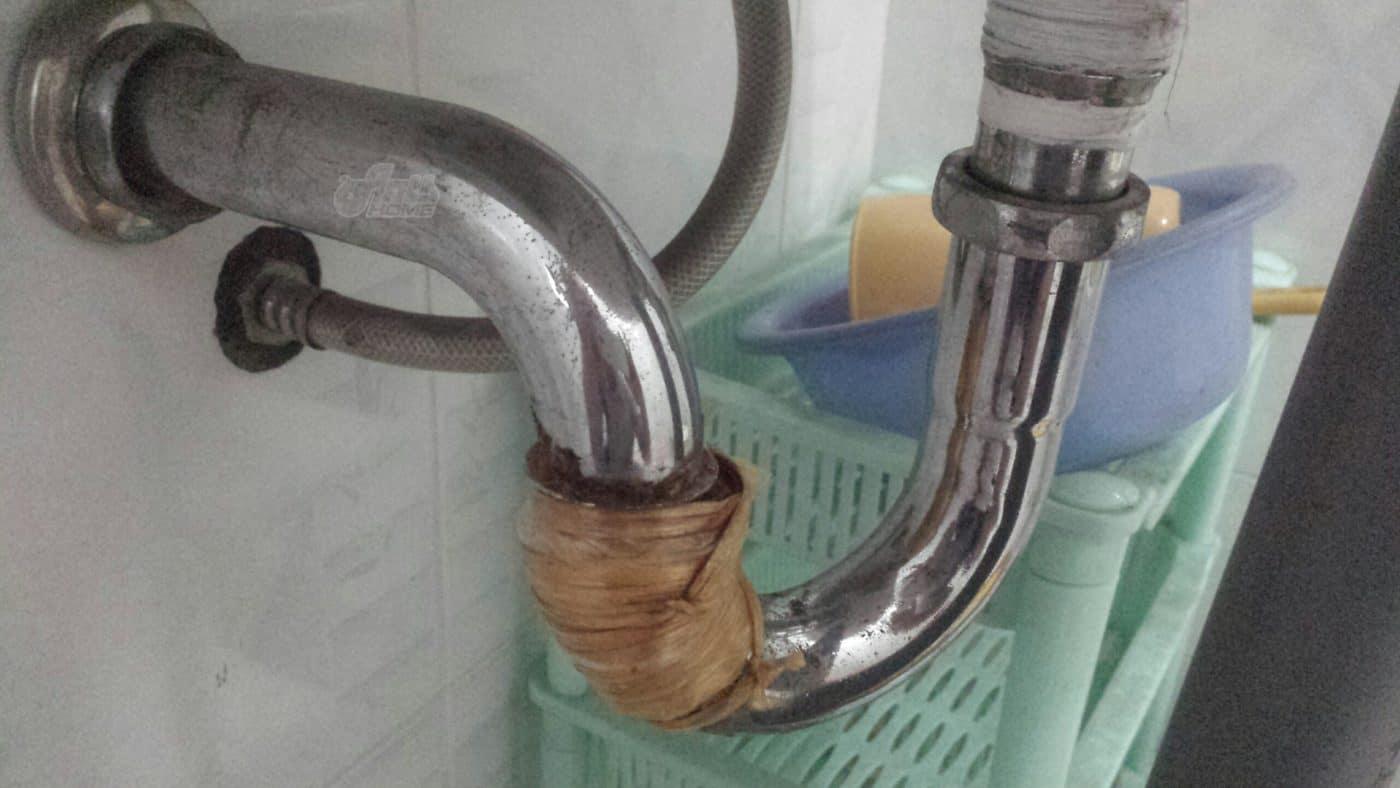Thay bộ xả lavabo bị rò rỉ