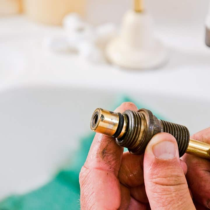 vòi nước bị rỉ
