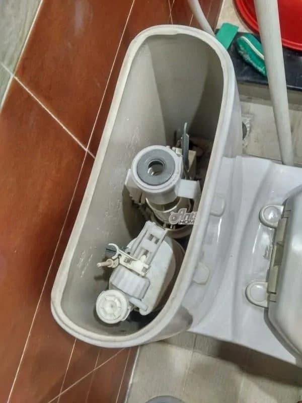 bồn cầu bị rỉ nước